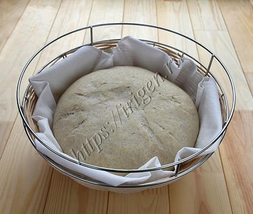 тесто в корзине после расстойки