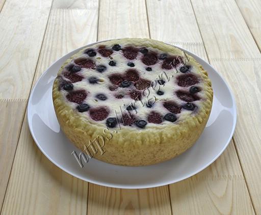 пирог творожный с ягодами