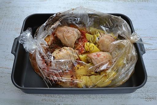 курица с капустой и картофелем в рукаве