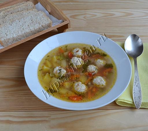 суп с фрикадельками, гречкой и огурцами