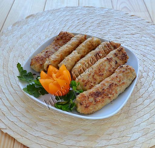 жареные куриные колбаски