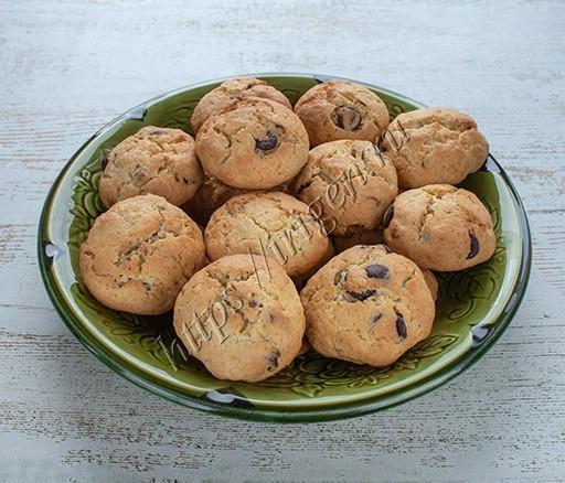 печенье сметанное с шоколадом и орехами