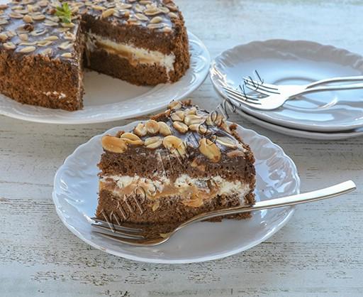 торт с карамелью и арахисом