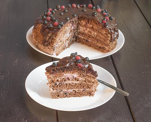 торт шоколадно-черничный на сковороде
