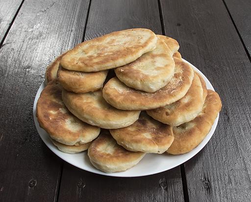 пирожки на кефире и сметане с рисом, яйцами и зеленью